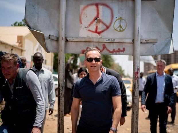 Außenminister in Afrika: Merkel und Maas sagen Sudan nach Umsturz Unterstützung zu