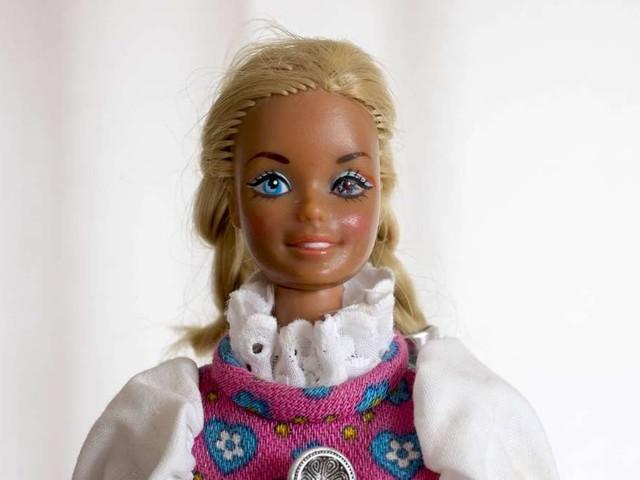"""""""Bares für Rares"""": Deutsche Ur-Barbie beeindruckt die Händler – und beschert Besitzerin einen wahren Geldsegen"""