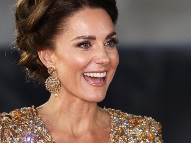 Herzogin Kate begeistert bei Bond-Premiere komplett in Gold