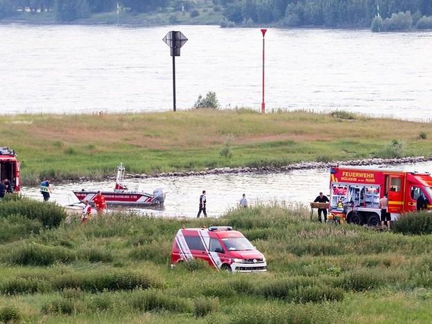 Suche bei Duisburg: Zwei Menschen im Rhein vermisst – Eine Person reanimiert