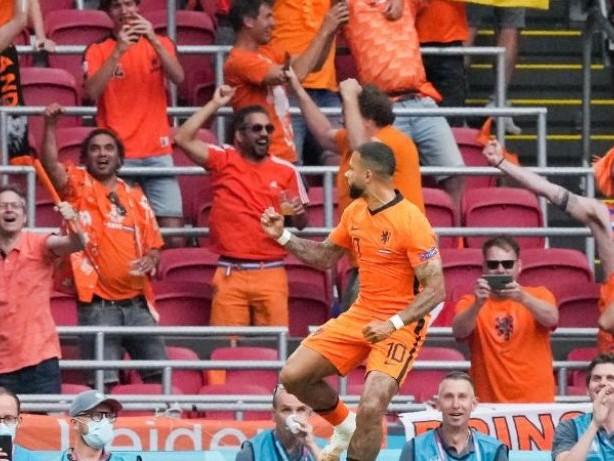 Fußball-EM: Begeisternde Niederländer vorzeitig im Achtelfinale