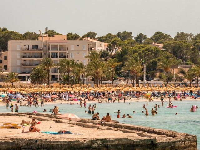Neuer RKI-Bericht - Spanien besonders betroffen: Immer mehr Deutsche stecken sich im Urlaub mit Corona an