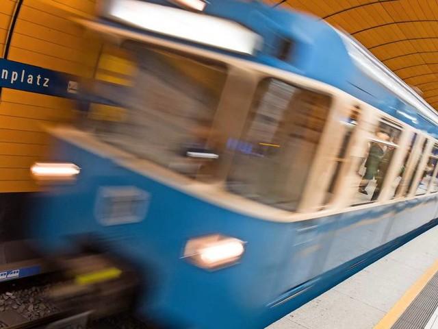 76-Jähriger stürzt vor einfahrende U-Bahn und stirbt