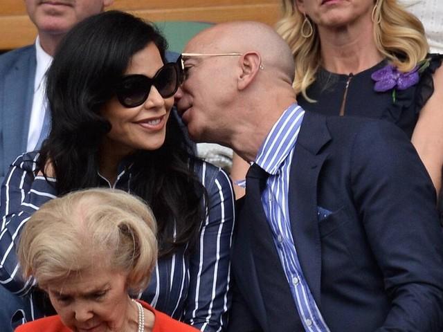 Jeff Bezos präsentiert sich mit seiner neuen Freundin