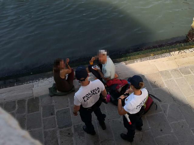 Wegen einer Tasse Kaffe: Venedig-Urlauber werden aus der Stadt geschmissen