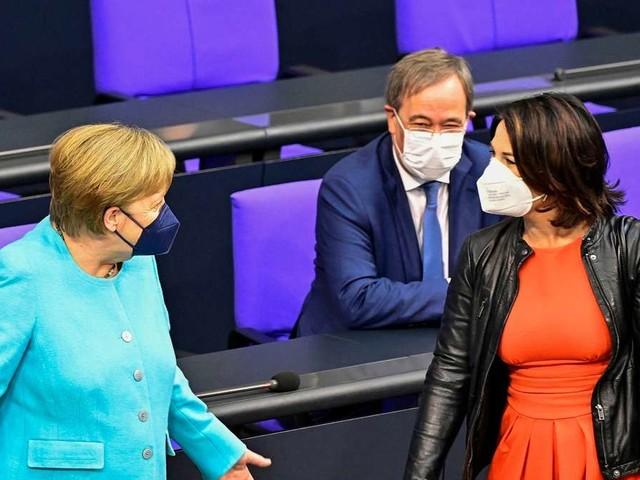 Merkel-Abschied als Kanzlerin: Baerbock sendet vergiftetes Lob - Kritik gibt's nicht nur von der AfD