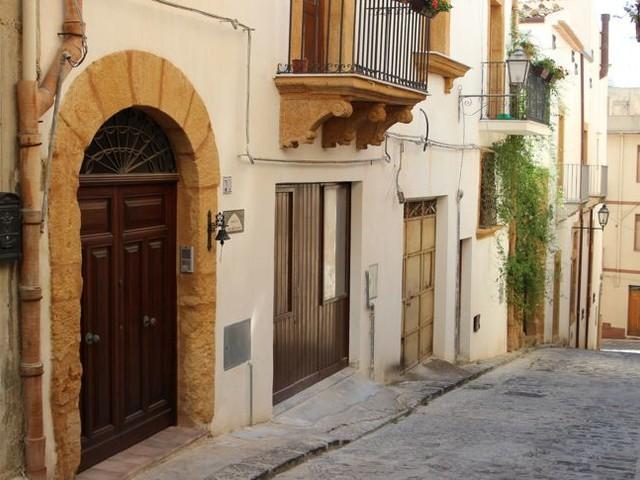 Sizilien: Im Dorf Sambuca gibt's Häuser für 1 Euro
