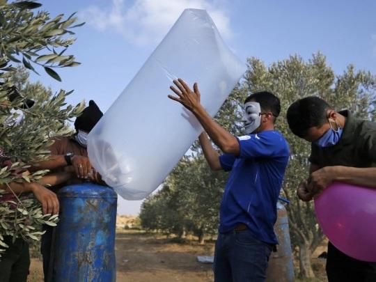 Palästinensergebiet - Attacken mit Brandballons - Israel fliegt erneut Luftangriffe auf Ziele im Gazastreifen