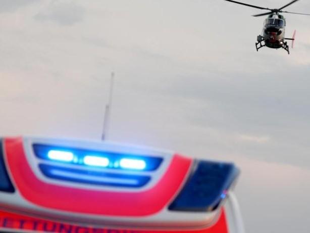 Unfälle: Drei Verletzte bei Auffahrunfall auf B111