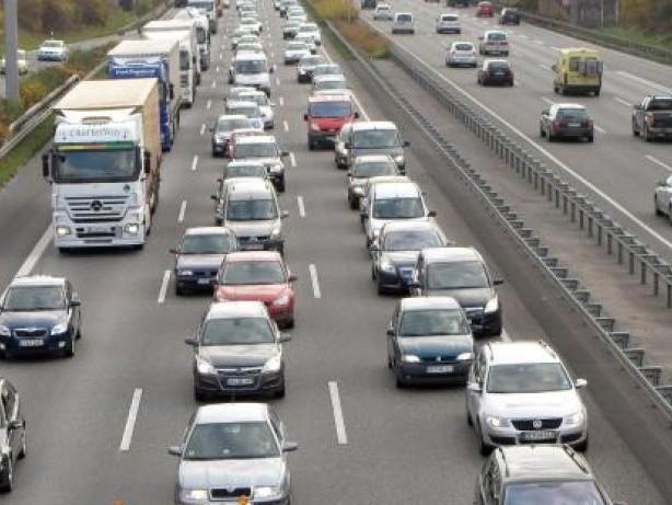 Verkehr: Autofahrer kommen meist staufrei durchs Wochenende