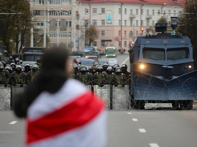 Proteste in Belarus: Mit Blendgranaten gegen 100.000 Demonstranten