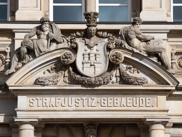 Prozess Hamburg: Zwei Frauenmorde in den 90er-Jahren: 68-Jähriger vor Gericht