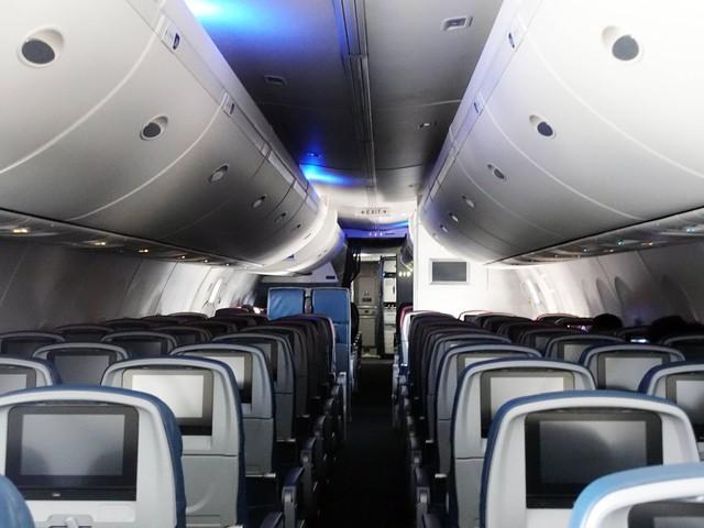 Corona im Flugzeug: Kann ein Schleier aus Luft schützen?