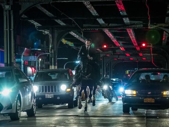 """Trailer zu """"John Wick 3"""": Ninjas! Ein Pferd! Motorräder! Schäferhunde!"""