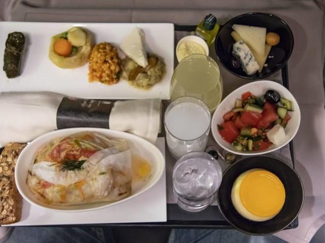 Mehr als nur Erdnüsse: Kochbuch für Flugzeug-Essen
