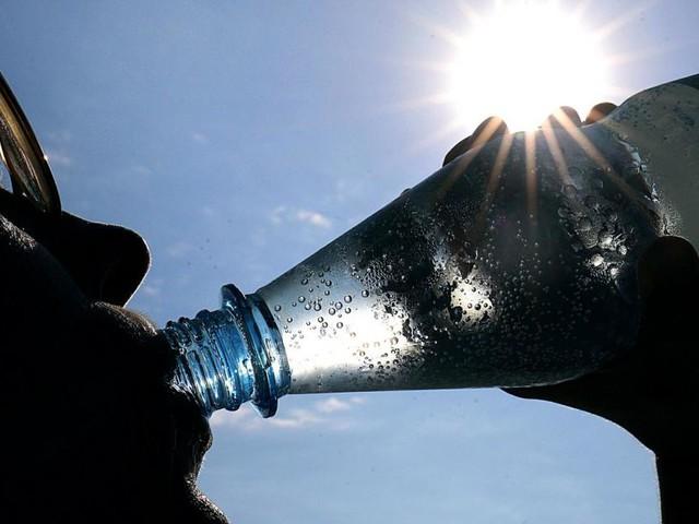 Warum die Österreicher plötzlich weniger Mineralwasser trinken
