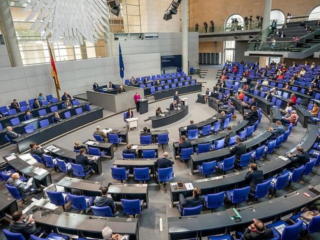 Widerspricht wissenschaftlichem Stand - CO2-Anstieg im Blut? Bundestag irritiert mit Masken-Hinweis in Hausmitteilung