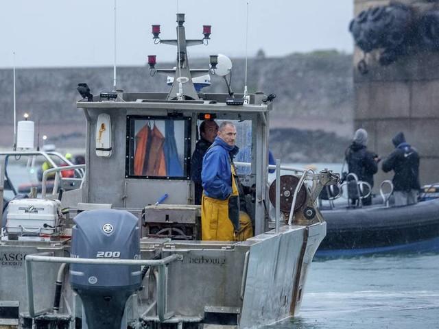 Brexit-Streit zwischen London und Paris: Frankreich setzt britisches Fischerboot fest