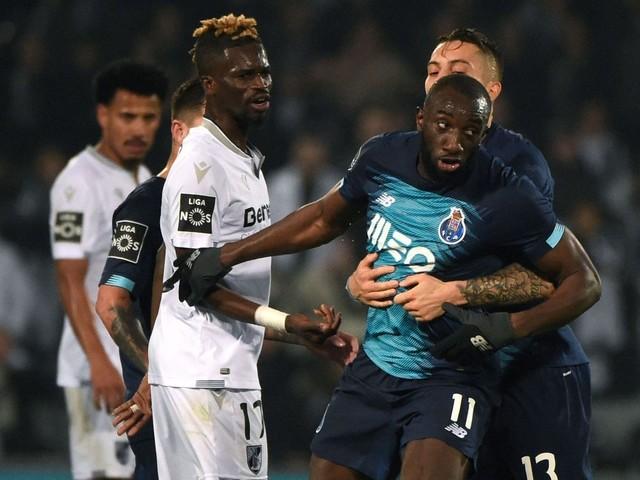 Spieler des FC Porto verlässt nach Beleidigungen den Platz