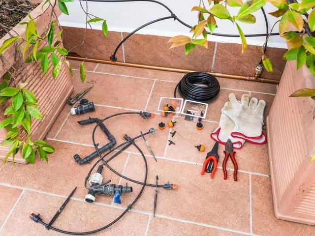 Wassernot : Bewässerungssystem für den Balkon: So versorgen Sie Ihre Pflanzen im Urlaub