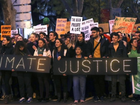 Spanien - Großer Klimamarsch in Madrid hat begonnen