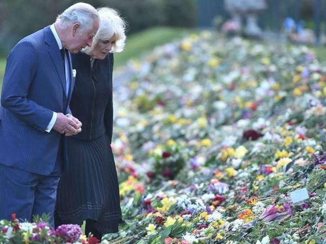 Prinz Charles und Camilla: Zu Tränen gerührt von den Abschiedsgrüßen für Prinz Philip