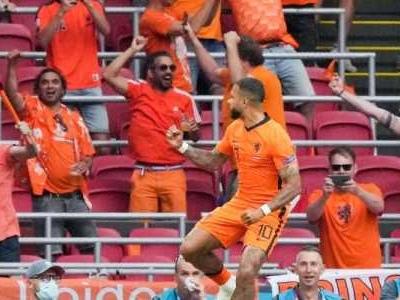 Die Niederlande feiern bei ihrem Comeback auf der großen Bühne den zweiten Sieg im zweiten Spiel und schnappen sich Platz eins in der Gruppe C.
