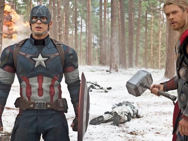 """Chris Hemsworth gratuliert """"Avengers""""-Kollege Chris Evans zum Geburtstag - mit falschem Foto"""