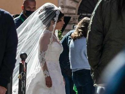 Lady Gaga spaziert im Brautkleid durch Rom