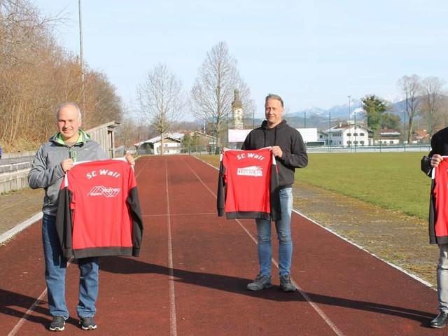 Neue Trainingsanzüge für SC Wall – Trainer gesucht
