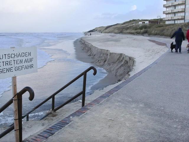 Nachrichten aus Deutschland: Badestrand auf Wangerooge nach Sturmflut fast komplett weggespült