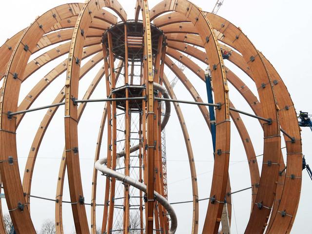 Riesige Erlebnis-Holzkugel in Steinberg am See eröffnet noch vor Weihnachten 2018