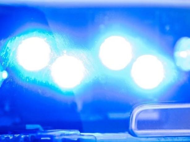 Unfälle: Beim Ausbildungsstart: Fahnenmast erschlägt 23-Jährige