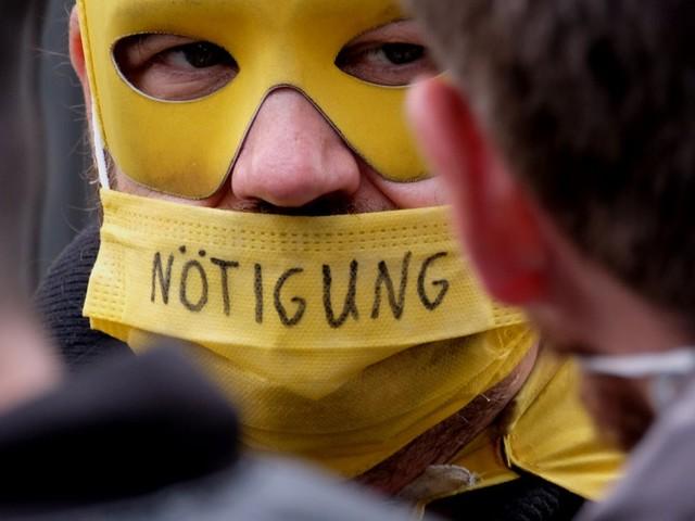 Corona-Demo in Berlin eskaliert: Polizei nimmt 69 Teilnehmer fest