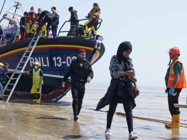 Flüchtlinge: Behörden erwarten Tausende weitere Migranten am Ärmelkanal