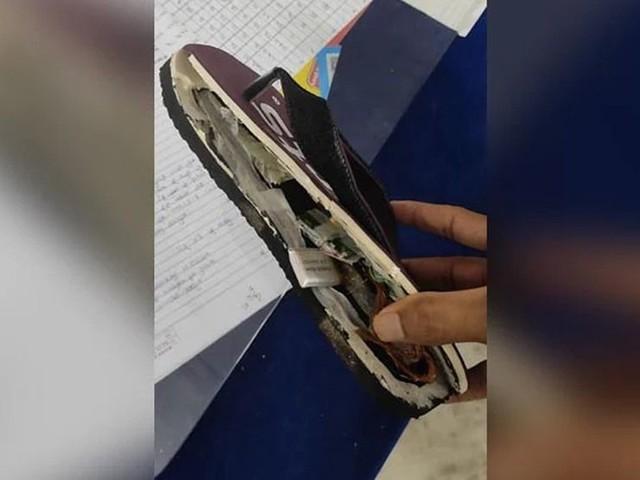 Indische Studenten schummelten mit Bluetooth-Schlapfen bei Lehramtsprüfung