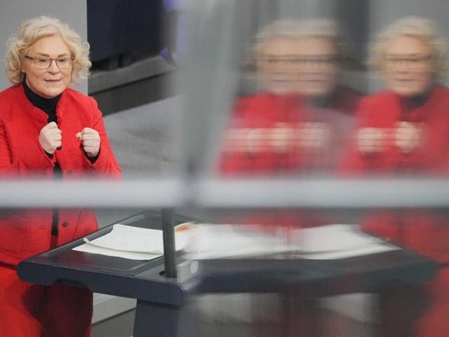 Coronavirus in Deutschland: Bundestag beschließt Erleichterungen für Geimpfte