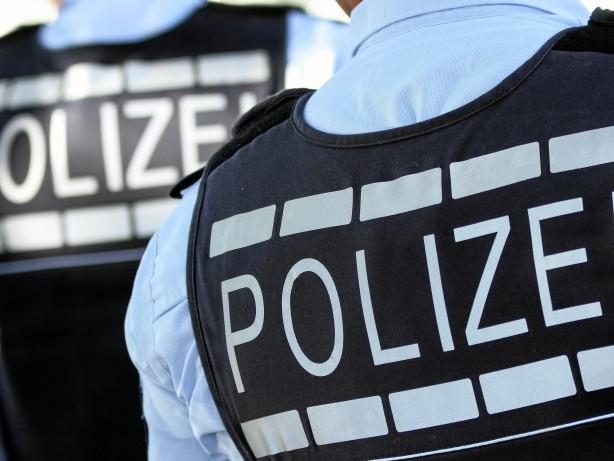 Polizei: Neheim: Hakenkreuz in Schulhof-Tisch geritzt