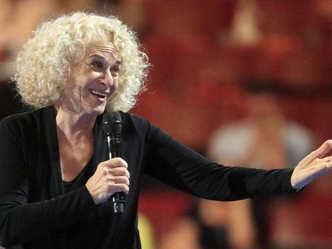 """Textpassage umgedichtet: Carole King schreibt Song """"So Far Away"""" in Corona-Krise um"""