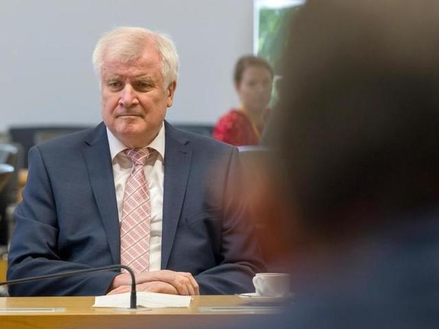 CSU-Politiker auf Distanz zu Seehofer