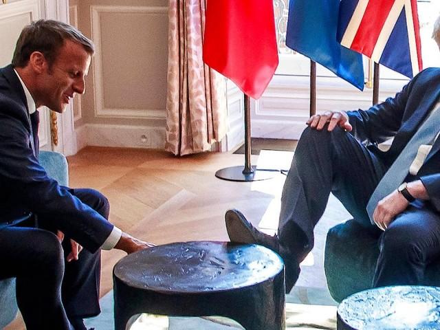 Boris Johnson und Twitter: Fuß auf dem Tisch? Skandal!