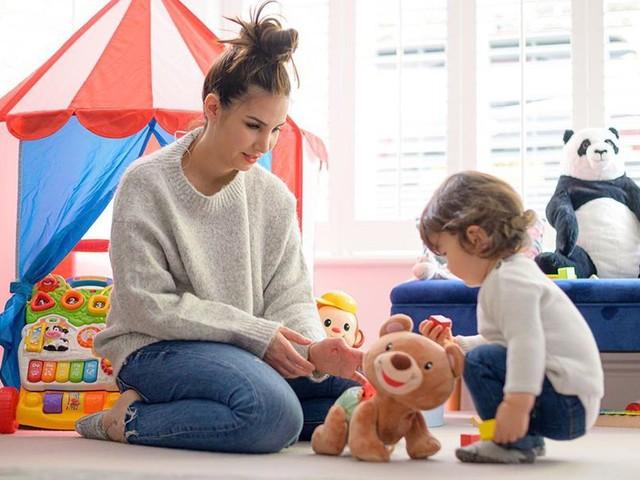 Sila Sahin will ihren Sohn mit Spielzeug schon früh fördern