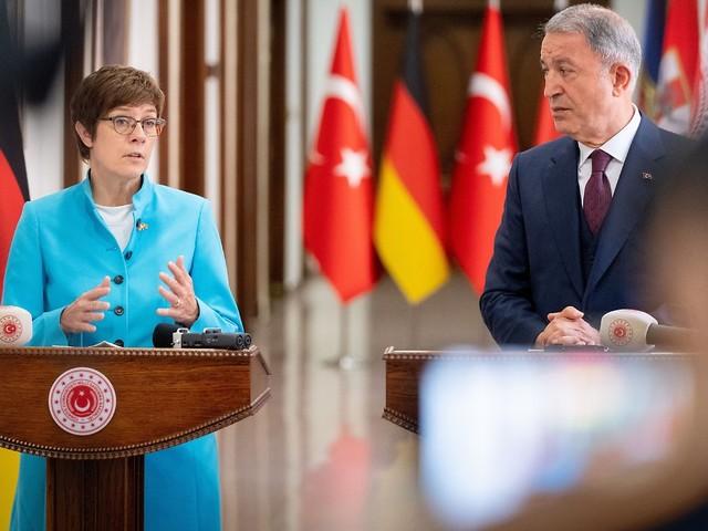 Erdogan bietet sich an: AKK lobt Rolle der Türkei in Afghanistan