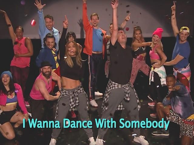 Jennifer Lopez & Jimmy Fallon performen 'History of Music Video Dancing'