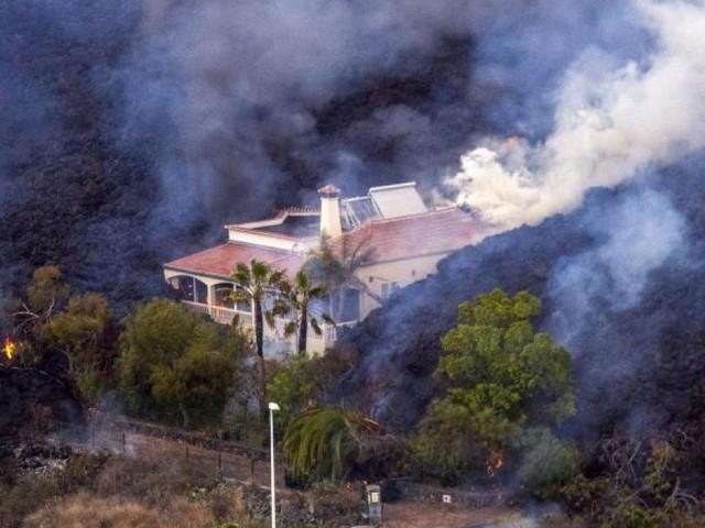 Menschen auf La Palma retten, was zu retten ist