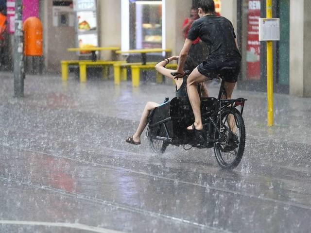 50 Liter Regen pro Stunde auf den Quadratmeter: Schwere Unwetter in Berlin, Brandenburg und Oberbayern