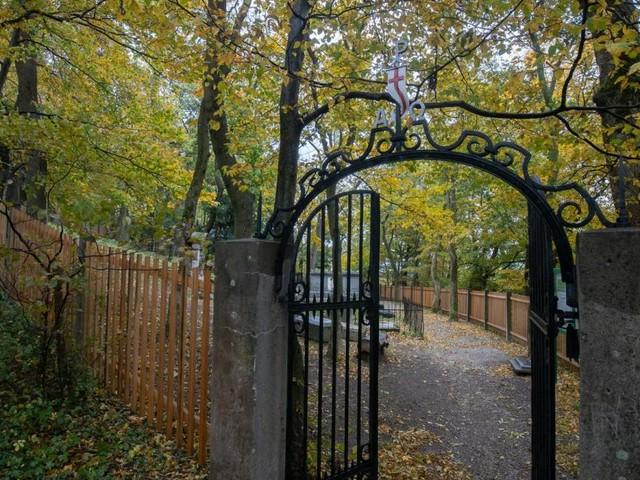 Waldfriedhof am Kahlenberg wird für Normalsterbliche geöffnet