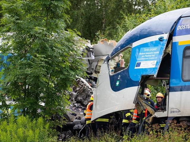 Schwierige Bergungsarbeiten nach tödlichem Zugunglück in Tschechien