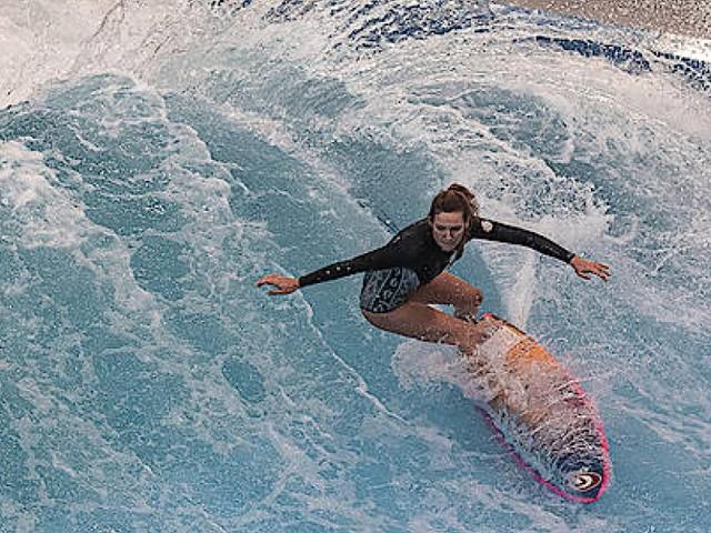 Diese Welle trägt durch den Winter: Surfen in Berlin