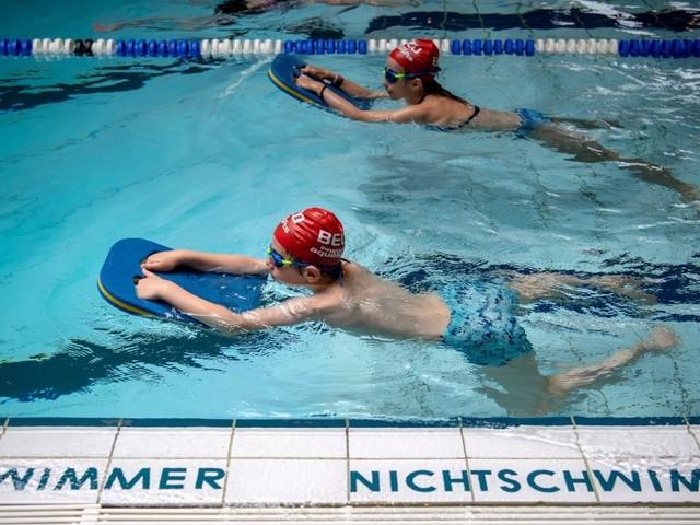 So lernen Kinder am besten das Schwimmen
